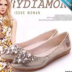 รองเท้าคัทชูส้นแบนสีทอง หัวประดับเพชร หรูหรา ทรงทันสมัย สวมใส่สบาย แฟชั่นสไตล์ยุโรป แฟชั่นพร้อมส่ง
