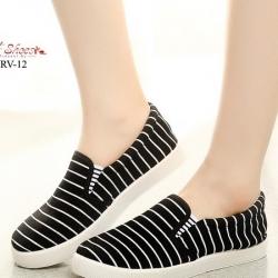 รองเท้าผ้าใบแฟชั่นสีดำ แบบสวม ผ้าแคนวาส (สีดำ )