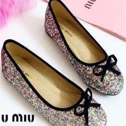 รองเท้าคัทชูส้นแบน แต่งขอบดำ สไตล์Miumiu (สีรุ้ง)