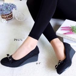 รองเท้าคัทชูส้นเตารีด ทรงหน้าเรียว (สีดำ )