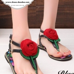 รองเท้าแตะรัดส้นสีดำ แต่งดอกกุหลาบสีแดง พื้นลายดอก สวมใส่ง่าย เหมาะสำหรับวันชิวๆ