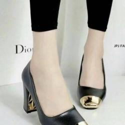 รองเท้าคัทชูส้นเตี้ย หัวตัดสีทอง (สีดำ )