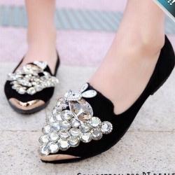 รองเท้าคัทชูส้นแบนสีดำ หนังสักราจ หัวแหลม ประดับเพชร น่ารักๆ หรูหรา ดูดีมีราคา แฟชั่นเกาหลี แฟชั่นพร้อมส่ง
