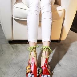 รองเท้าส้นเตี้ยสีแดง ทรงหัวแหลมพร้อมสายพันข้อ หนัง pu เนื้อนิ่มคล้ายหนังแท้ ดีไซน์สุดเริ่ด สีสันขับผิวเท้าให้ดูสดใส ทรงสวยเก็บหน้าเท้าได้เป็นอย่างดี หน้าเท้าไม่แคบ คนเท้าอวบใส่ได้ค่ะ