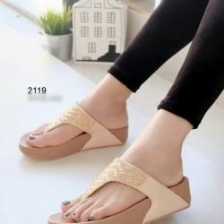 รองเท้าแตะ หูคีบ เพื่อสุขภาพ แต่งเพชร (สีน้ำตาล )