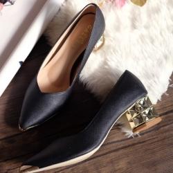 รองเท้าคัทชูหัวแหลม สไตล์ZARA หนังนิ่ม หน้าวี (สีดำ )