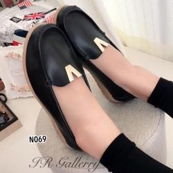 รองเท้าคัทชู ส้นเตี้ย หนังนิ่ม หน้าวี (สีดำ )