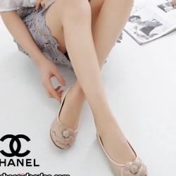 รองเท้าคัทชูสีชมพุุู STYLE-CHANEL ทำจากหนังนิ่มด้านหน้าประดับดอกคามิเลีย ใส่นิ่มเดินสบาย ใส่แล้วดูดี เล็กกว่าปกติ