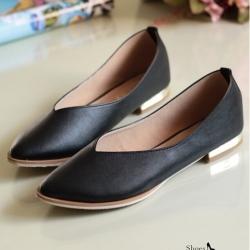 รองเท้าคัทชูส้นเตี้ย หัวแหลม หน้าวี (สีดำ )