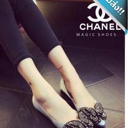 รองเท้าคัชชูผู้หญิงสีเทา หัวแหลม ส้นเตี้ย Chanel งานคริสตัสรูปผีเสื้อ งานสวยๆ เล่อค่าสุดๆ