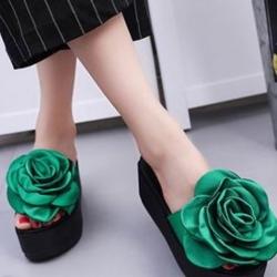 รองเท้าส้นเตารีดสีเขียว งานใส่ลำลอง ส้นpu นน เบามาก หน้าแต่งดอกกุหลาบใหญ่มาก ผ้าซาตินสวย สูง หน้า2 หลัง3 นิ้ว