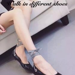 รองเท้าคัทชูส้นแบน สไตล์MiuMiu หนังแก้วนิ่ม แต่งผ้าพันขา (สีดำ )