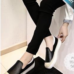 รองเท้าผ้าใบผู้หญิงสีดำ พื้นสีขาว ทูโทน หนังและเชือกสาน แบบสวม รับน้ำหนักได้ดี แฟชั่นเกาหลี แฟชั่นพร้อมส่ง