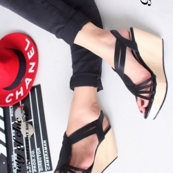 รองเท้าส้นเตารีด หนังนิ่มสานหน้าลายเก๋ (สีดำ )