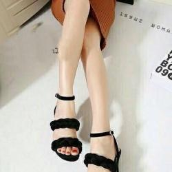 รองเท้าส้นสูงสีดำ ผ้าสักหราด ทรงส้นเข็ม