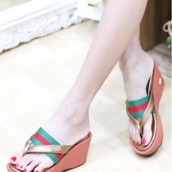 รองเท้าแตะส้นเตารีด แบบสวม คาดแถบสายด้านหน้า (สีเขียว )