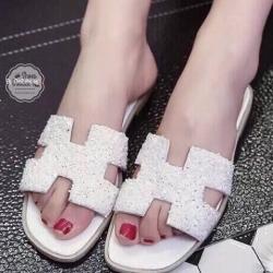 รองเท้าแตะสีขาว หนังประดับคริสตัลงานสวย วัสดุเกรดดีคะ รองเท้าทรงนี้คือทรงที่ขายดีตลอดกาล