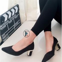 รองเท้าคัทชูส้นสูง แต่งส้นขอบทอง (สีดำ )
