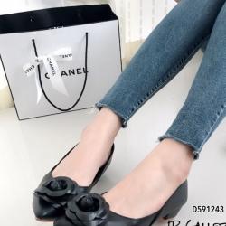 รองเท้าคัทชู หัวแหลม แต่งกุหลาบ (สีดำ )