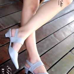 รองเท้าส้นเตี้ย รัดส้น หัวแหลม (สีเทา )
