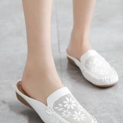 รองเท้าเพื่อสุขภาพ ทรงสวม ลายดอกไม้ (สีขาว)