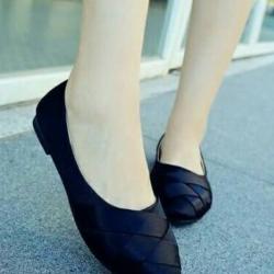 รองเท้าคัทชูส้นเตี้ย ผ้าลายเส้น สานหน้า (สีดำ )