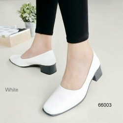 รองเท้าคัชชูดำ สไตล์โลเฟอร์หน้าตัด (สีขาว)