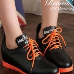 รองเท้าผ้าใบผู้หญิงสีดำ พื้นสีส้ม ทูโทน หนังPU เชือกผูกสีส้ม ทรงทันสมัย แฟชั่นเกาหลี แฟชั่นพร้อมส่ง