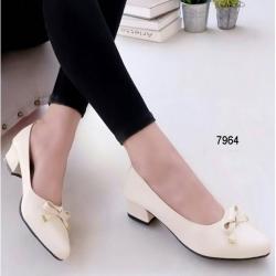 รองเท้าคัทชู หัวมน แนวหวาน (สีครีม )