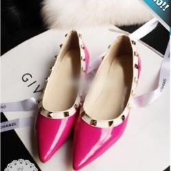รองเท้าคัทชูส้นเตี้ยสีบานเย็น หัวแหลม ประดับหมุด ทรงวาเลนติโน แนววินเทจ แฟชั่นเกาหลี แฟชั่นพร้อมส่ง