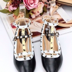 รองเท้าคัทชูสีดำ VALENTINO WATERCOLOR ROCKSTUD Flat Shoes งานหมุดวาเลนเกรดดี รัดข้อเท้าการันตีด้วยภาพถ่ายสินค้าจริงค่า แกะแบบของแท้ วัสดุหนังpuส้นแบนสายแบบเกี่ยวปรับได้