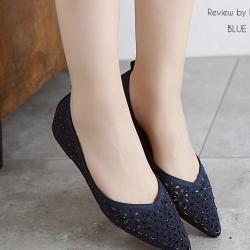 รองเท้าคัทชูสีดำ ลายฉลุ น่ารักๆ ประดับอำหล่ ทรงสวยเก็บหน้าเท้า
