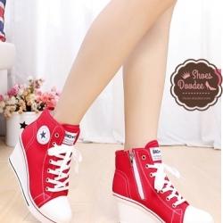 รองเท้าผ้าใบสีแดง แฟชั่นเสริมส้น สไตล์ Converse สูงหน้า2.5 ซม. ส้นสูง8 ซม. มีซิปด้านข้าง สวมง่ายซักได้