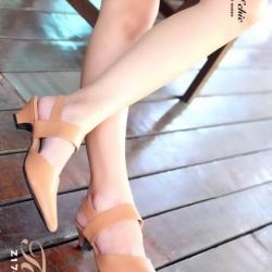 รองเท้าส้นเตี้ย รัดส้น หัวแหลม (สีแทน )
