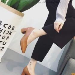 รองเท้าคัทชูผู้หญิง หนังนิ่ม หน้าวี ทรงสุภาพ (สีน้ำตาล )
