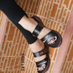 รองเท้าแตะเปิดส้น แบบสวมลำลอง (สีดำ )