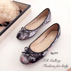 รองเท้าส้นแบน หุ้มส้น ลายดอกไม้วินเทจ (สีดำ )