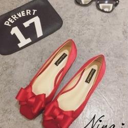 รองเท้าคัชชูสีแดง ส้นเตี้ย ทรงหัวตัดติดโบ ไม่บีบเท้า งานนิ่มสวมใส่ง่าย