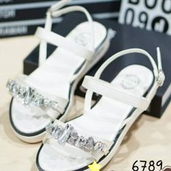 รองเท้าแตะรัดส้นสายคาดประดับเพชร (สีขาว)