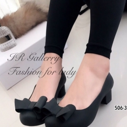 รองเท้าคัทชู ส้นเตี้ย หัวกลม แต่งโบว์ (สีดำ )