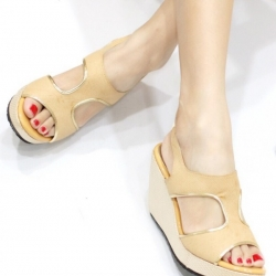 รองเท้าแตะส้นเตารีด แบบสวม คาดแถบสายด้านหน้า (สีครีม )