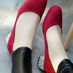 รองเท้าคัทชู ส้นเกลี่ยมเก๋ๆ (สีแดง )