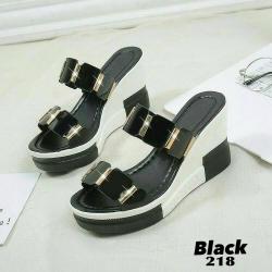 รองเท้าส้นเตารีดเปิดส้นสีดำ หนังแก้วนิ่มแต่งข้อต่อ (สีดำ )
