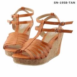 รองเท้าส้นเตารีดสีครีม สายปรับระดับได้ น้ำหนักเบา สวมใส่สบาย