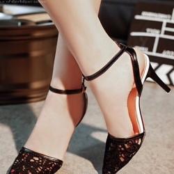 รองเท้าส้นเข็มเปิดส้น ทรงหัวแหลม (สีดำ )
