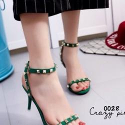 รองเท้าส้นสูงสีเขียว ทรงส้นเข็ม สินค้านำเข้า วัสดุทำจากผ้าสักหลาด สี เขียว ดำ งานตอกมุดทองเหลือองเเนว วาเลนติโน่ มาพร้อมสายรัดขัอปรับระดับได้ แบบสวยงานดีเหมือนรูป 100% มีสายรัดข้อปรับระดับได้ สูง3.5นิ้ว