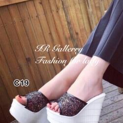 รองเท้าแตะส้นเตารีดแบบสวม สูงมาก (สีดำ )