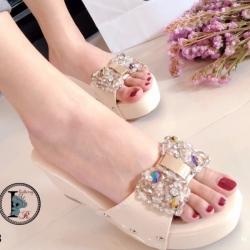 รองเท้าส้นเตารีดแบบสวม แต่งโบว์ประดับเพชร (สีครีม )