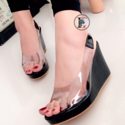 รองเท้าส้นเตารีด แบบสวม สายคาดใส (สีดำ )
