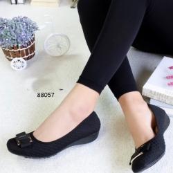 รองเท้าคัทชูส้นเตี้ย หัวตัด เย็บลายตาราง (สีดำ )